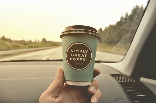 運転しながらコーヒー