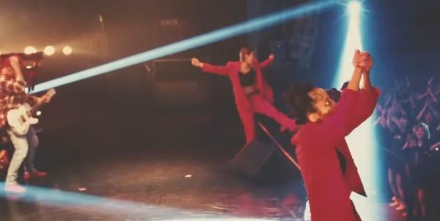 ステップを踏むダンサー