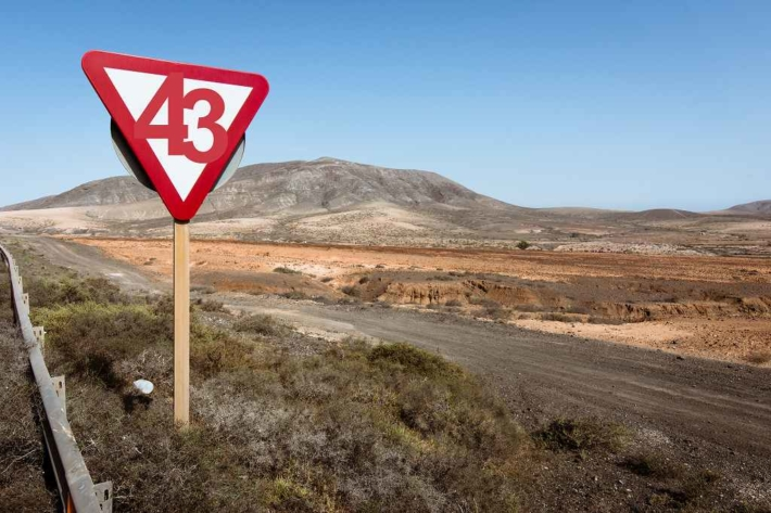 荒野に立つ43の標識