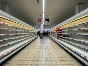 閑散としたスーパー